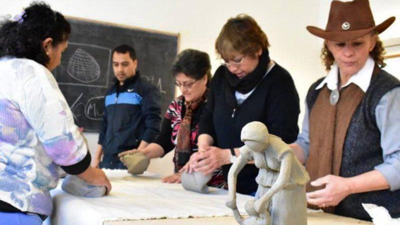 Con capacitaciones comenzó ayer la V edición de la Semana de las Artesanías Patagónicas.