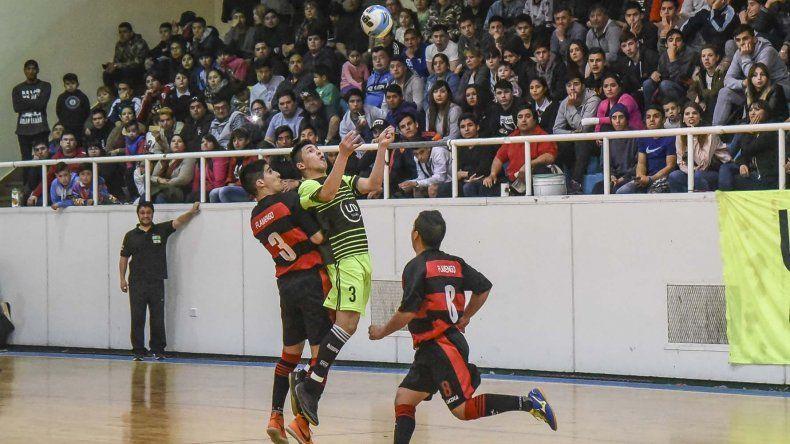 Flamengo y UOCRA irán esta noche en busca del título del torneo Apertura del fútbol de salón.