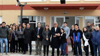 Autoridades de la comisión de fomento, junto a vecinos y directivos de la UNPA, participaron de la inauguración de las obras de refacción del edificio destinado a actividades científicas.