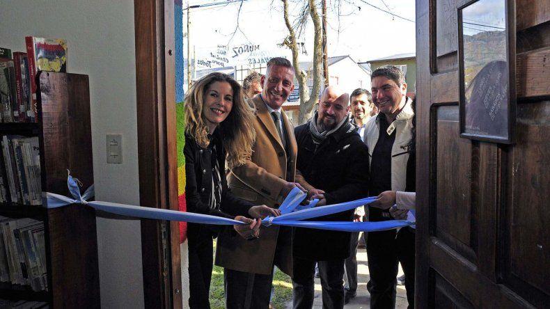 El vicegobernador Mariano Arcioni encabezó ayer los actos por el aniversario 64 de El Hoyo.