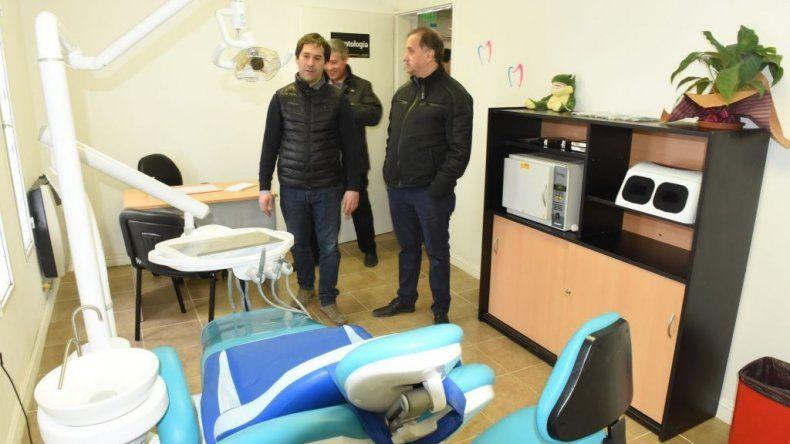 El intendente y su vice durante la recorrida por el centro de salud que se inauguró ayer.