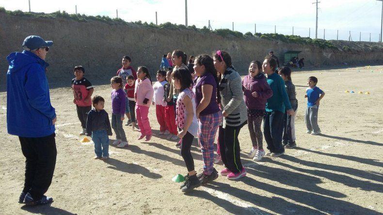 Primera jornada de mini atletismo en los barrios