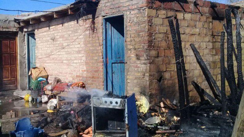 Hace tres semanas la casa se quemó y el humo podría haber afectado también a la beba. Foto: Diario Río Negro.