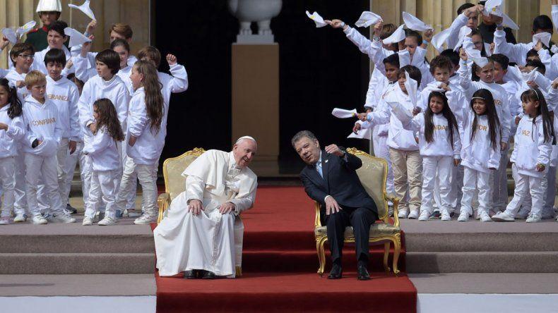El Papa Francisco junto al presidente colombiano Juan Manuel Santos.