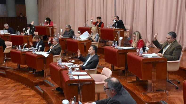 La Legislatura aprobó ayer el acuerdo suscripto entre YPF y ENAP Sipetrol para realizar un aporte económico a los hospitales de Comodoro Rivadavia.