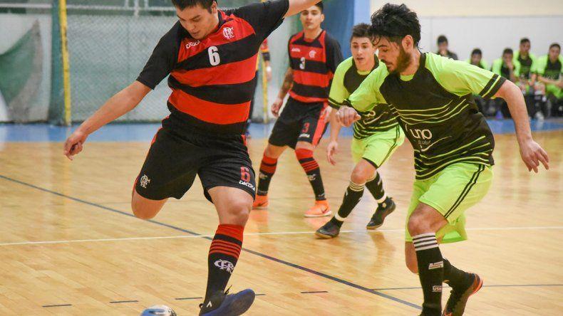 Flamengo y UOCRA brindaron una emotiva y decisiva final que se disputó en un gimnasio municipal 1 que lució repleto.