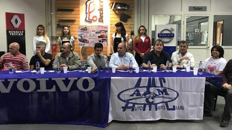 Pilotos y dirigentes del Auto Moto Club en el lanzamiento de la 6ta fecha.