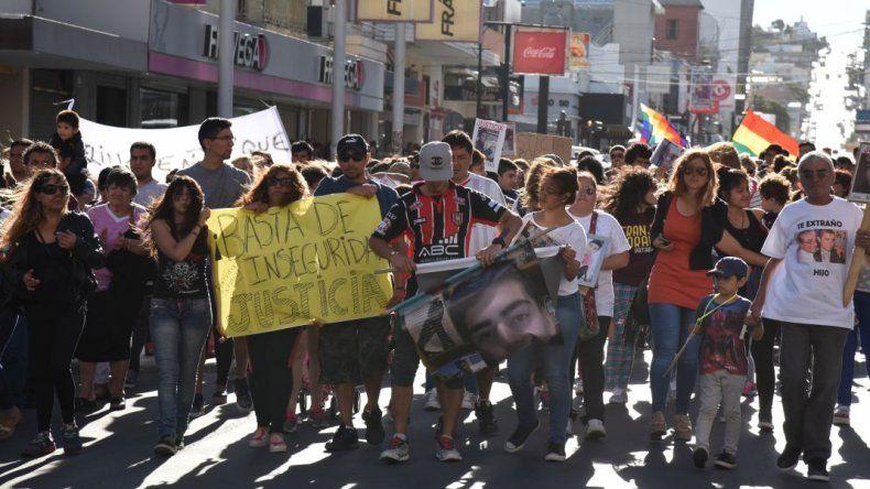 El 30 de enero familiares y amigos de víctimas de homicidios recorrieron el centro de la ciudad reclamando que se aceleren las causas e investigaciones que lleva adelante el Ministerio Público Fiscal.
