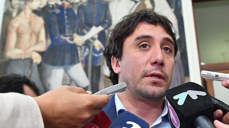 Alberto Gilardino se defendió de la denuncia: había desabastecimiento y estamos pagando a los proveedores con retraso.