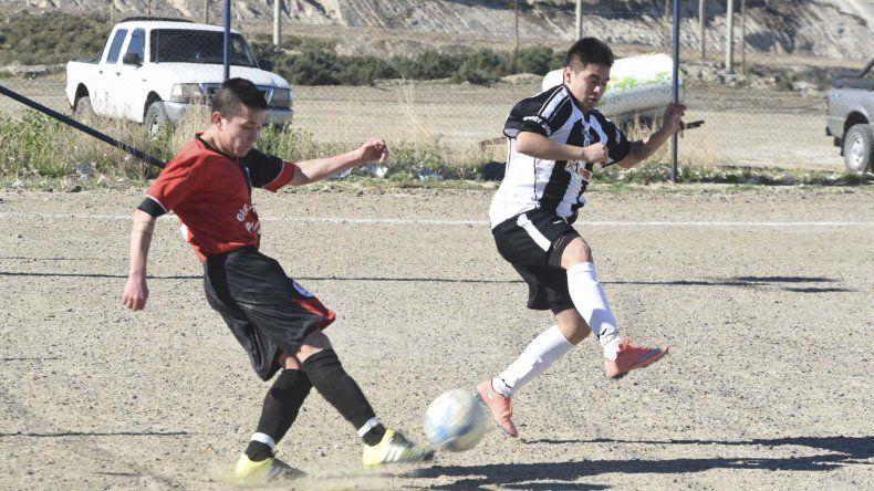 Próspero Palazzo saldrá esta tarde a defender la punta del torneo de ascenso del fútbol de Comodoro Rivadavia.