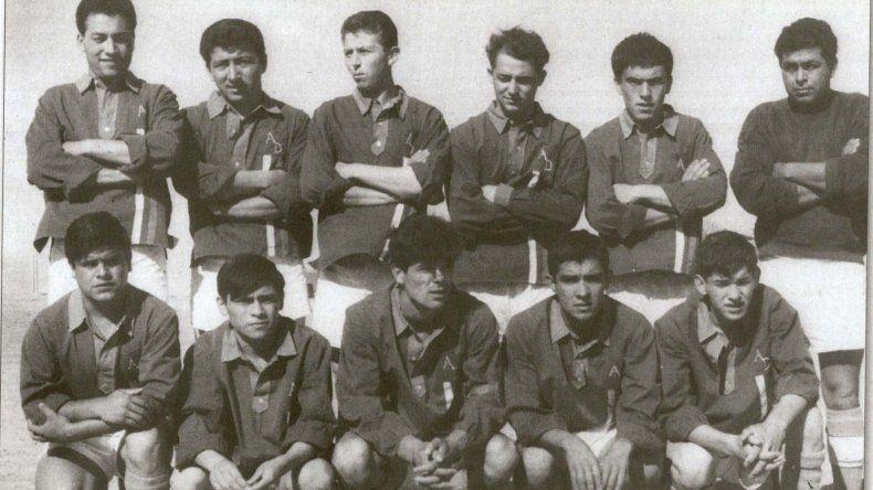 Una del cajón de los recuerdos. El equipo de Diadema del año 1967. El último de abajo a la derecha es Aracena.