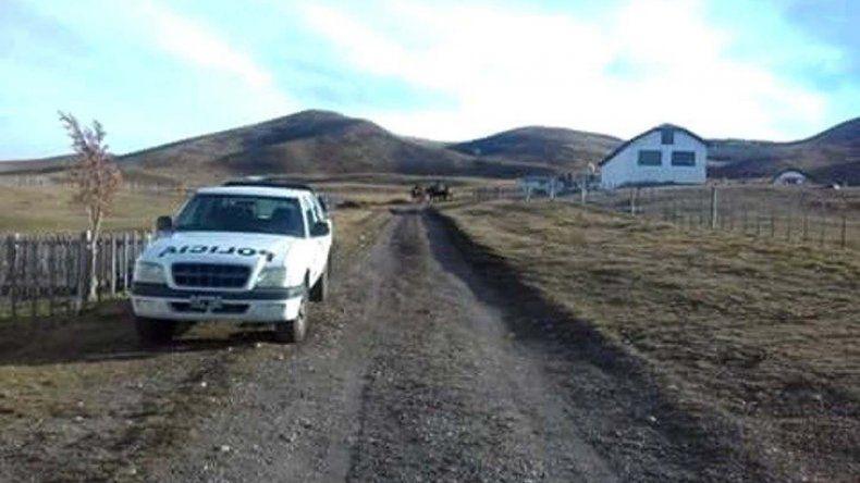 El casco de la estancia se encuentra a unos 130 kilómetros de localidad de 28 de Noviembre