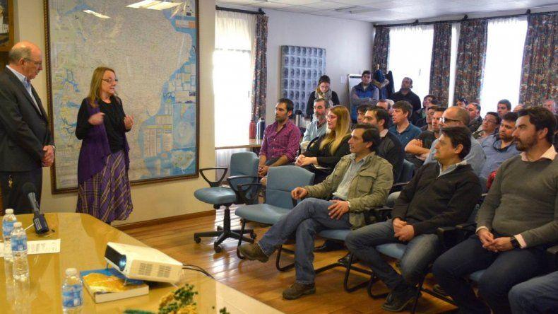 La gobernadora compartió una reunión de directores y jefes de distritos de Vialidad