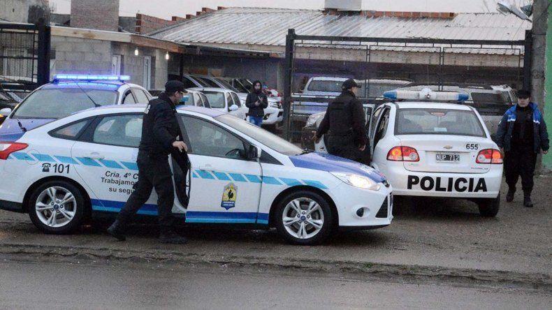 El operativo saturación policial se centró el viernes en locales de compraventa de automotores regenteados por integrantes de la comunidad zíngara.