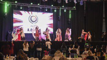 El Predio Ferial es pura música, baile y sabores gracias a la Feria Gastronómica de la Federación de Comunidades Extranjeras.