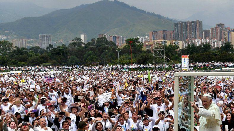 Francisco celebró una misa multitudinaria en Medellín