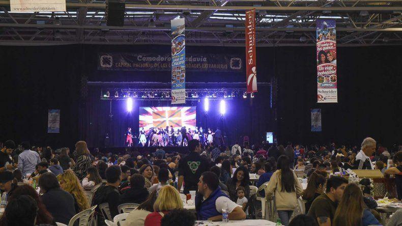 Cerca de 20.000 personas se emocionaron con los  bailes y comidas del mundo