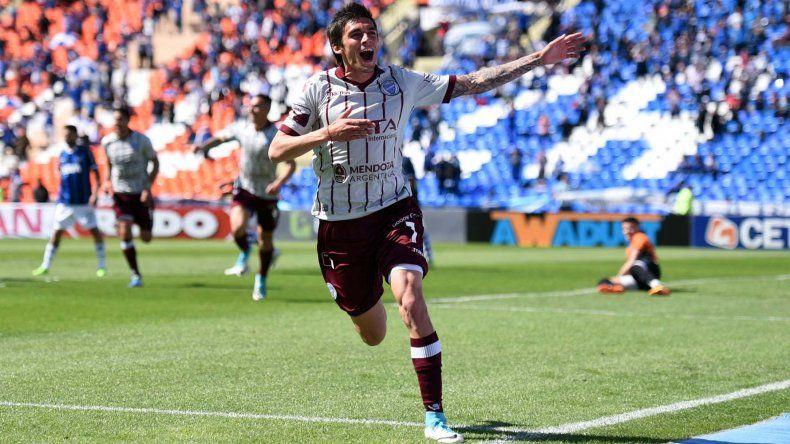 Juan Fernando Garro en el festejo del primer gol de Godoy Cruz.