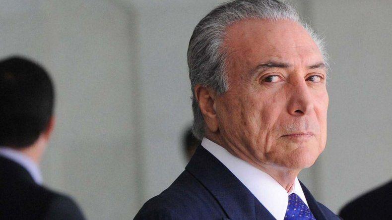 El presidente Temer fue comprometido en un caso de corrupción por los dos empresarios que se entregaron ayer.