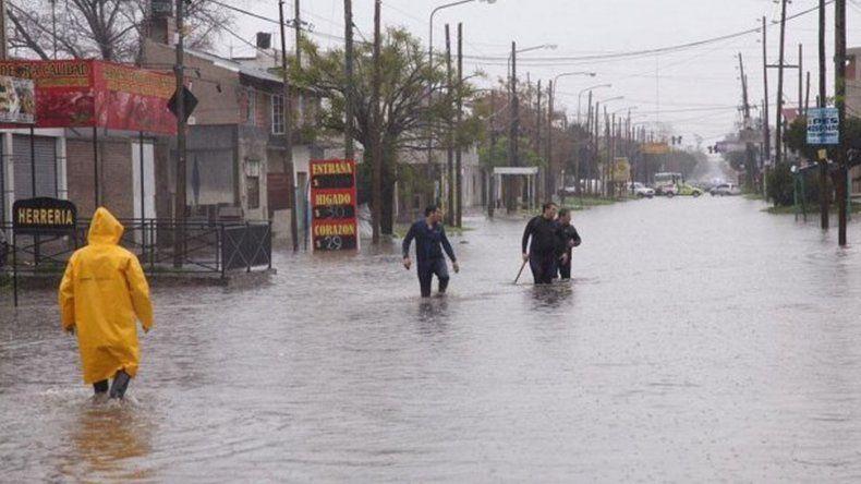 Por el temporal se inundaron al menos diez localidades del Gran Buenos Aires