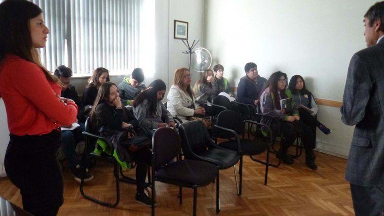 Estudiantes secundarios realizan visitas guiadas para conocer cómo actúan los fiscales de Comodoro Rivadavia.