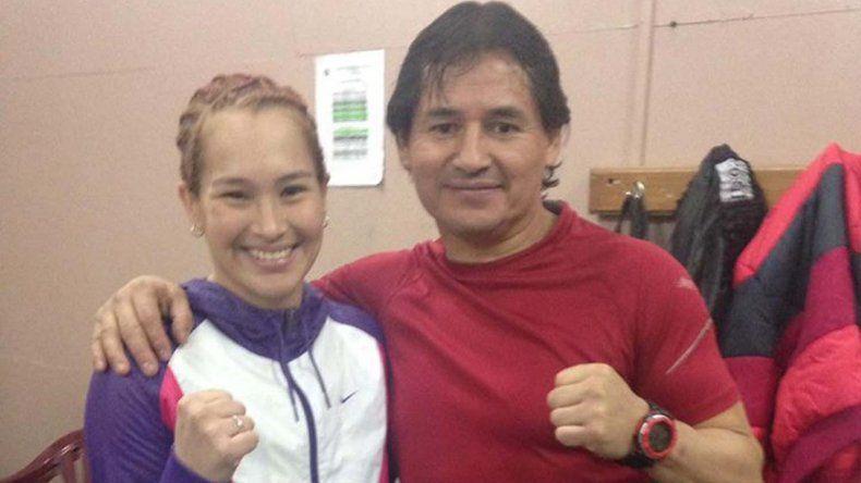 Alejandra China Zamora ganó en casa y espera junto a su entrenador