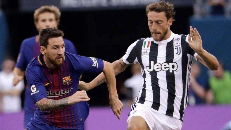 Lionel Messi persigue a Claudio Marchisio en un duelo entre el Barcelona y Juventus por la última Champions League.