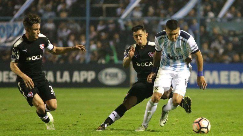 Atlético Tucumán se impuso en el partido de ida ante Independiente por 1-0.