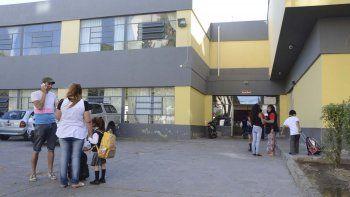 En varias escuelas de la ciudad se siente la problemática originada por el reclamo de los porteros.