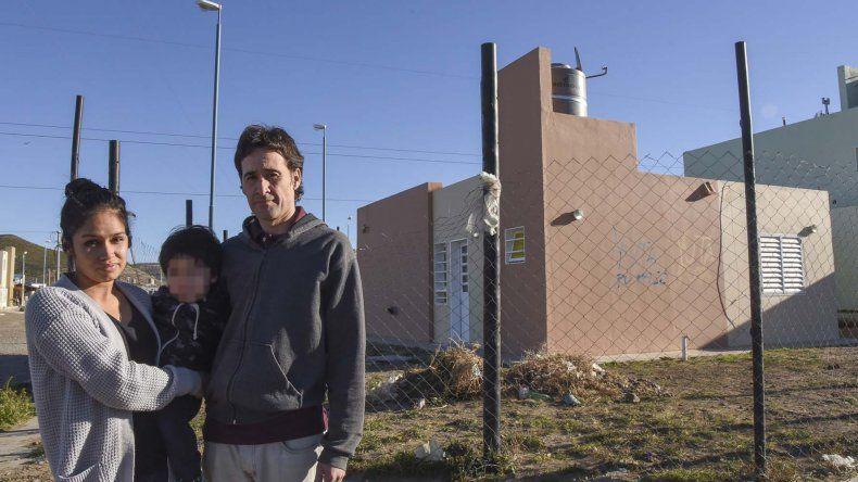 El policía que ocupa la subcomisaría de Ciudadela ahora pide vivir en la misma cuadra