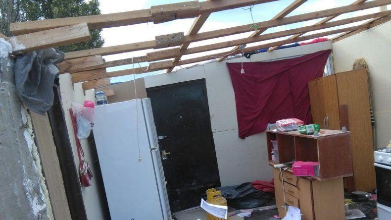 Sufrieron la inundación y ahora el viento les voló la casa