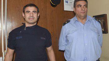El jefe de la Alcaidía Policial, Victor Farcy (derecha), y su segundo Gabriel Acosta, impulsan un reconocimiento a los efectivos que salvaron la vida de las cinco detenidas el 23 de agosto tras el incendio del pabellón femenino.