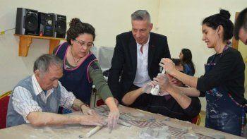 El vicegobernador Arcioni visitó el Centro Luis Braille, donde se informó de las actividades que allí se realizan.