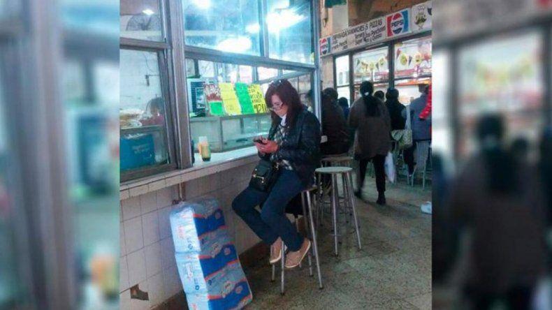 Foto viral: ¿Cristina Fernández  comiendo pizza en Tucumán?