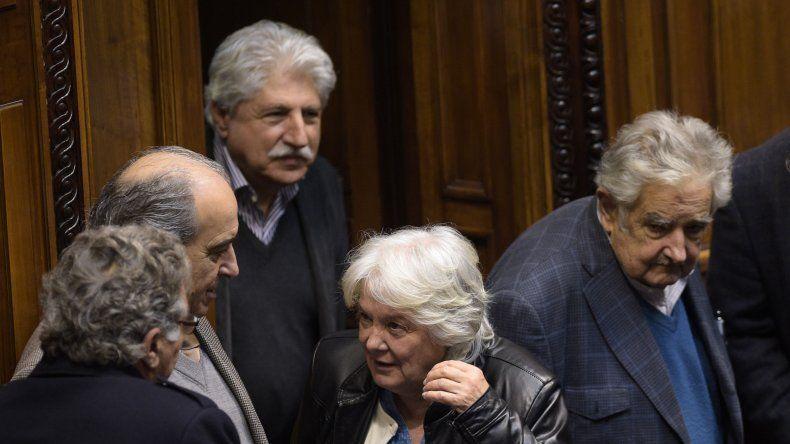 Lucía Topolansky obtuvo el respaldo del Congreso uruguayo para asumir la vicepresidencia de ese país.