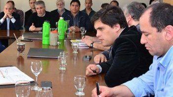 Diputados, funcionarios del Poder Ejecutivo y dirigentes de dos gremios petroleros intercambiaron información sobre el acuerdo marco firmado con YPF para reactivar la producción y sostener puestos laborales.