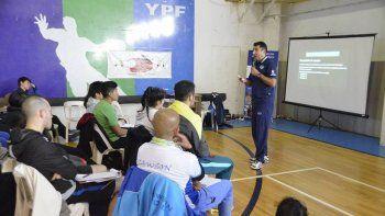 entrenadores, docentes y profesores de voley se capacitaron