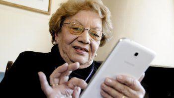interactuar en internet ayuda la autoestima de los adultos mayores