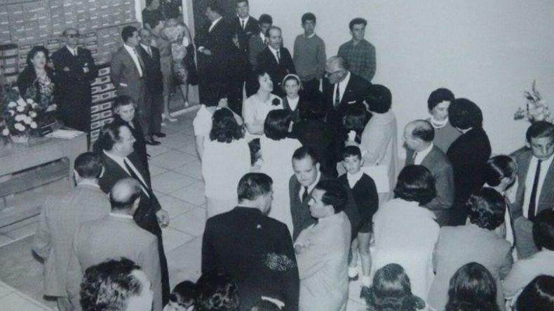 Gumersindo Silva Fariña hablando con el gobernador Roque González y el escribano José Ojeda