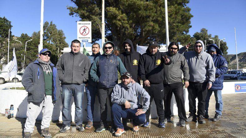 Una manifestación de obreros de la UOCRA ayer en la administración de YPF.