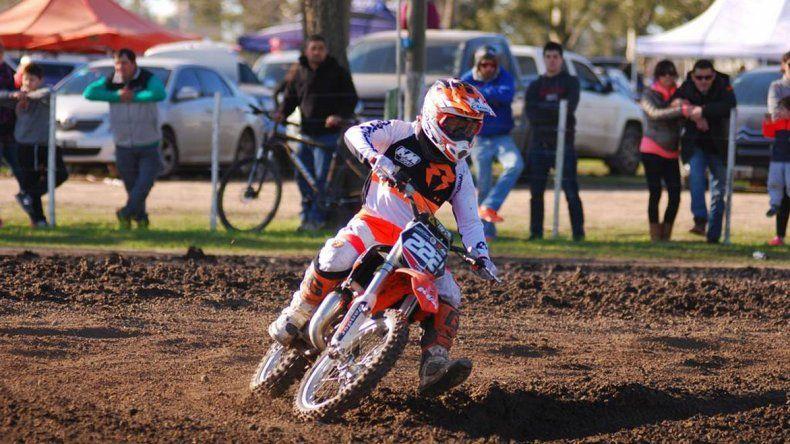 El joven Tomás Brazao viene de ganar en el circuito El Akacio en Navarro.