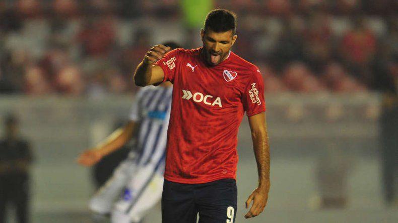 Emanuel Gigliotti podría ocupar esta noche un lugar en la delantera titular de Independiente.