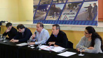 El intendente Carlos Linares encabezó la apertura de licitaciones para las redes de gas para los barrios Don Bosco y San Cayetano.