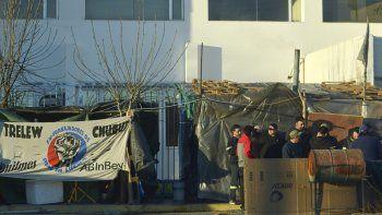 Además de la crisis textil, Trelew continúa viviendo un conflicto por el cierre de la planta embotelladora de Pepsi.