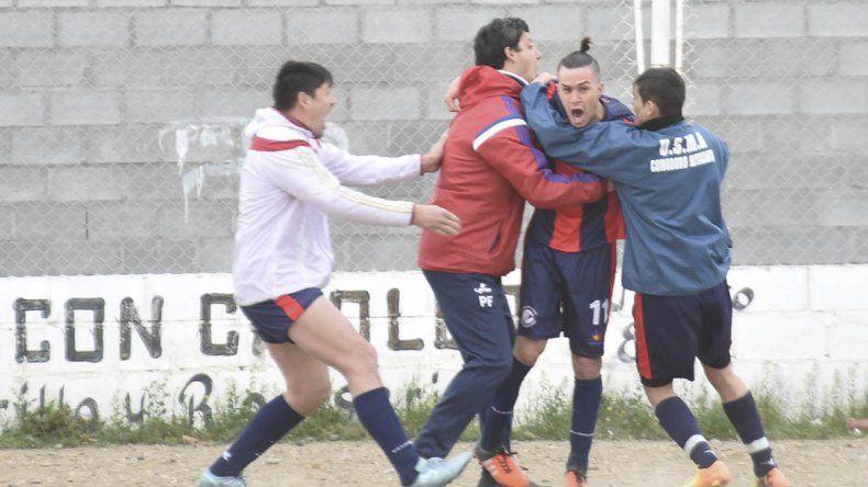 Los abrazos son para Agustín Farcy
