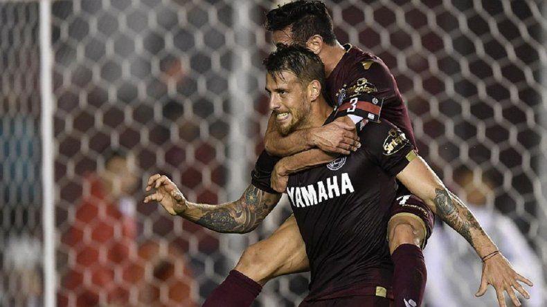 Lanús venció a Independiente en la última jugada