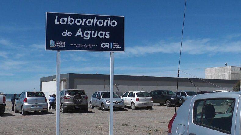 En el Laboratorio de Aguas se realiza una tarea diaria e indispensable para asegurar su potabilidad.