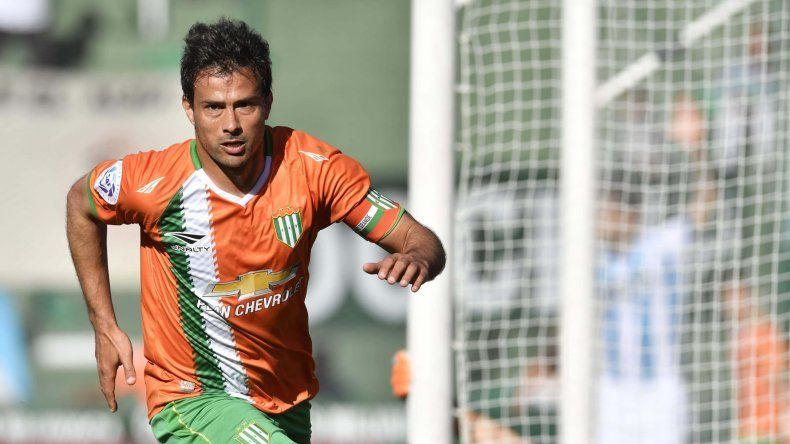 Darío Cvitanich festeja el gol que le marcó a Racing.