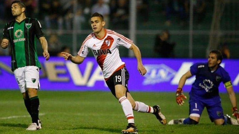 El colombiano Rafael Santos Borré festeja su gol