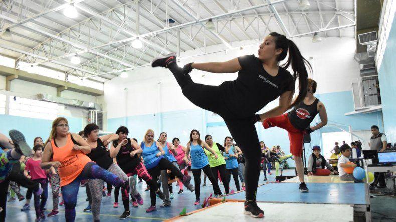 La Escuela 211 tuvo una gran  jornada de gimnasia damas